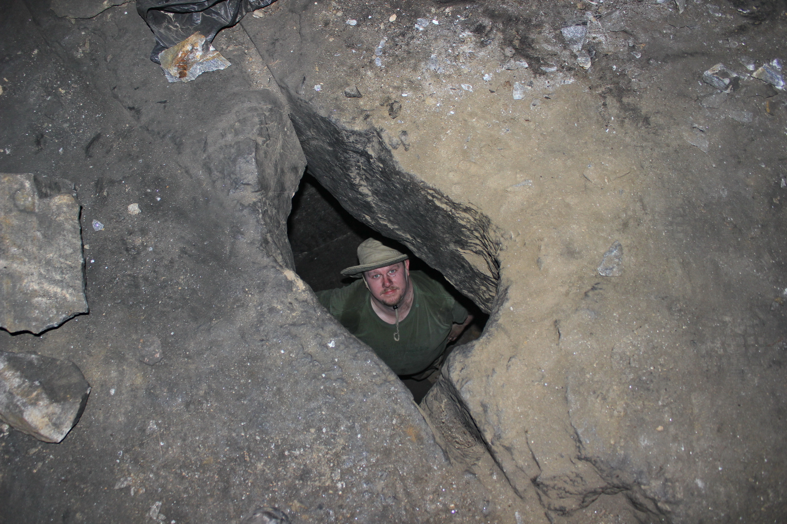 Shane looking up through the hole in the second chamber ceiling; from the relieving chamber (photo © Daniel C Browning Jr)